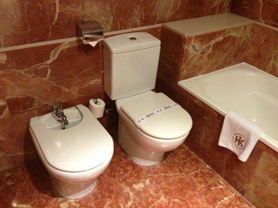 Catalonia Plaza Cataluña: bathroom