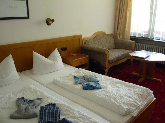 Aparthotel Kleinwalsertal: Zimmer mit Sitzgelegenheit