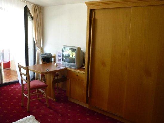 Aparthotel Kleinwalsertal: Zimmer ohne Flachbildschirm