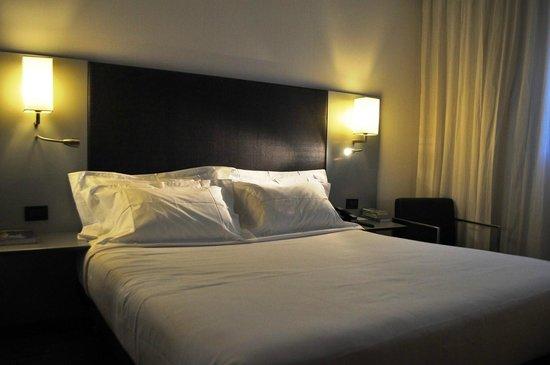AC Hotel Bologna: Habitacion