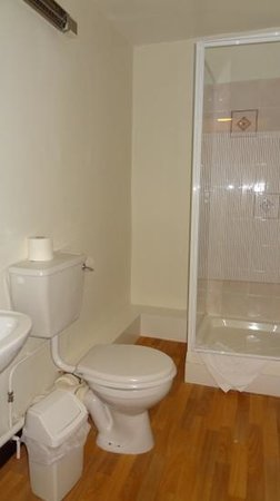 Winston Manor: Nice ensuite bathroom