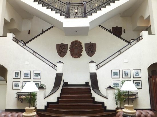 The Ffort Raichak : Staircase in the hotel,leading to the awesome restaurant
