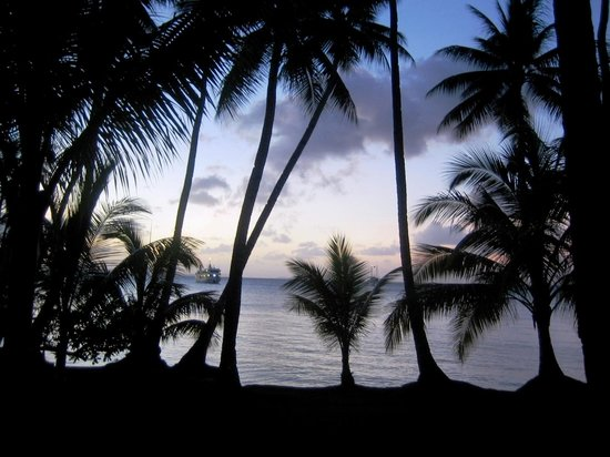Truk Blue Lagoon Resort : avond valt over het resort