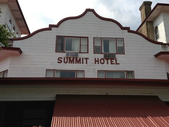 Historic Summit Inn: Front of the hotel