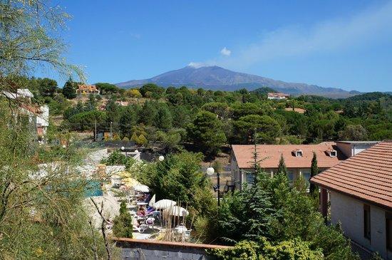 Villa Michelangelo: Вид из отеля на Этну