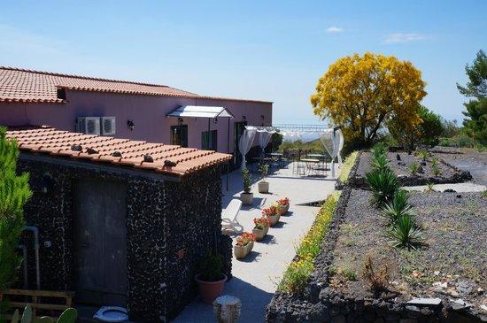 Villa Michelangelo: с другой стороны отеля