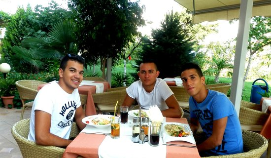 Bolero Bar-Pizza-Restaurant : Repas sur la terrasse