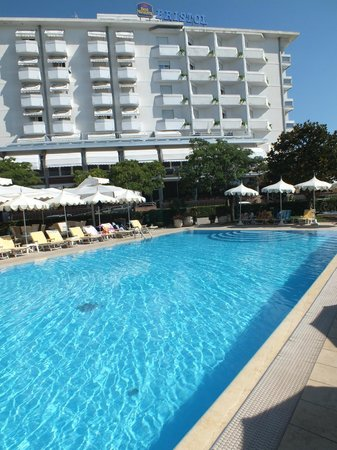 Pool By Day View From Room Picture Of Best Western Hotel Bristol Sottomarina Tripadvisor