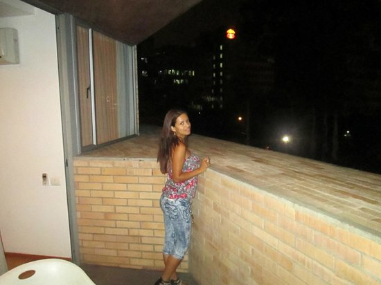 Hotel Estelar Blue: My Novia enjoying the balcony at night