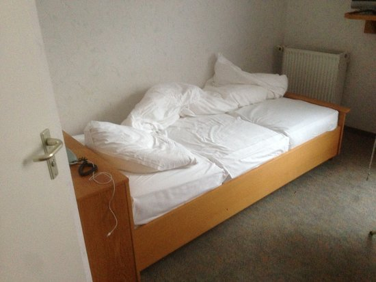 Hotel Kohler: Bett mit dreiteiliger Matratze