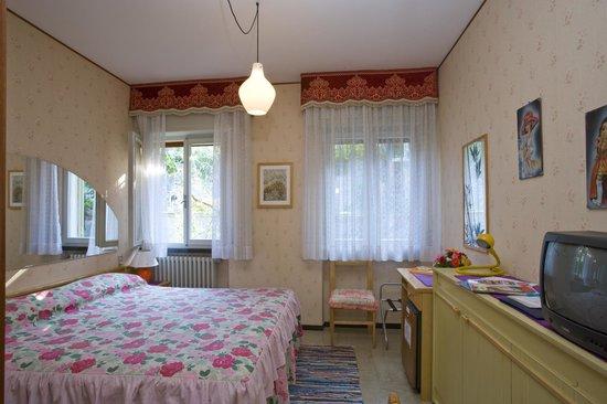 Casa Alessandra: camera con vista montagna