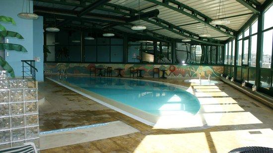 Hotel Swimming Pool - Picture of Tivoli Oriente Hotel, Lisbon ...