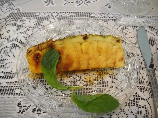 Isaiah Jones Homestead Bed & Breakfast : Grilled pineapple (2nd course)