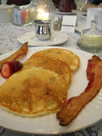 Isaiah Jones Homestead Bed & Breakfast : 3rd course - Buttermilk blueberry pancakes (fluffiest ever) with bacon