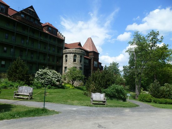 Mohonk Mountain House: View to the north of the building