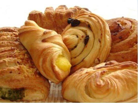 Goodys Mountain Creperie: Delicious morning bakery items
