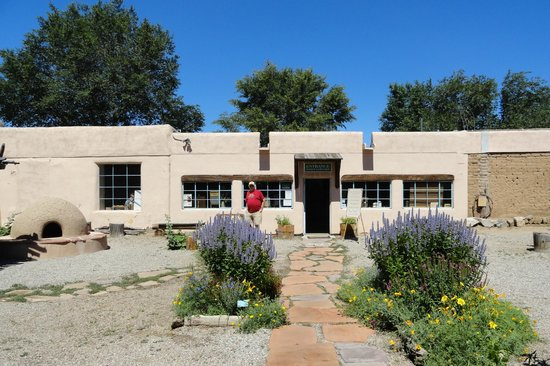 Kit Carson Home & Museum: Courtyard entry to the museum