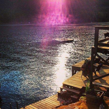 Sakinaw Lake Lodge: Morning light.