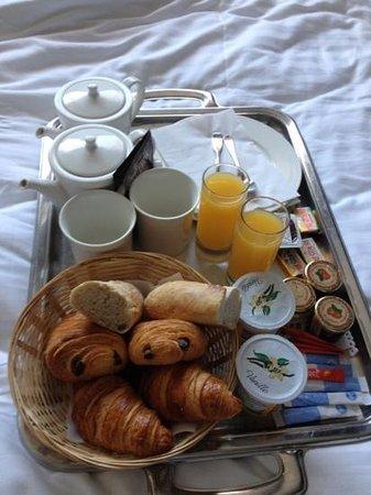 Best Western Hotel De La Cite: petit déjeuner servi dans la chambre