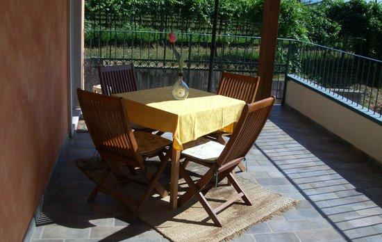 Residenza Eden: Die kleine Terrasse vor unserer Haustür