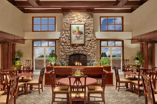 Homewood Suites by Hilton Wilmington - Brandywine Valley: Relax in the inviting dining area.