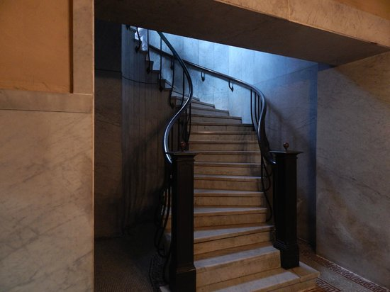 James A. Garfield Monument : Stairs to resting place