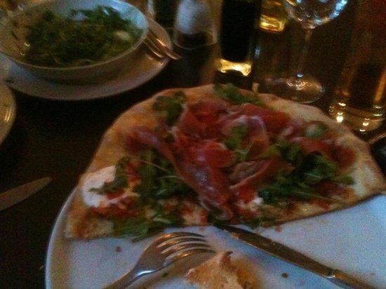 Kashu: My wonderful pizza.