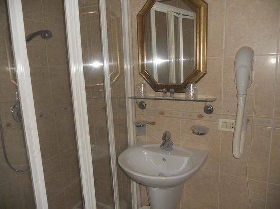 Locanda Barbarigo: Bathroom at hotel
