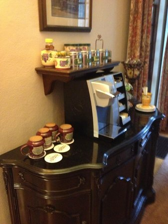Forty Putney Road Bed and Breakfast : overnight coffee