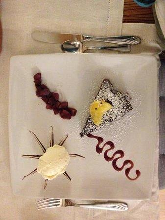 La Sosta Restaurant: torta al cioccolato e gelato alla vaniglia