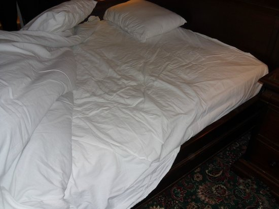 Mansion House Scarborough: supposedly newly changed bedding