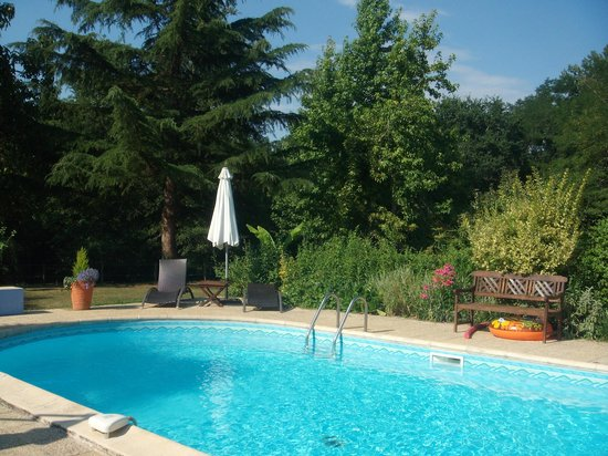 Chambres et table d 39 h tes dousud b b bernos beaulac for Piscine 94
