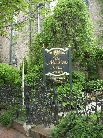 Mansion Inn: Outdoor Sign