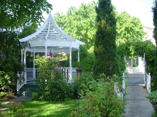 Mansion Inn: Outdoor Gazebo