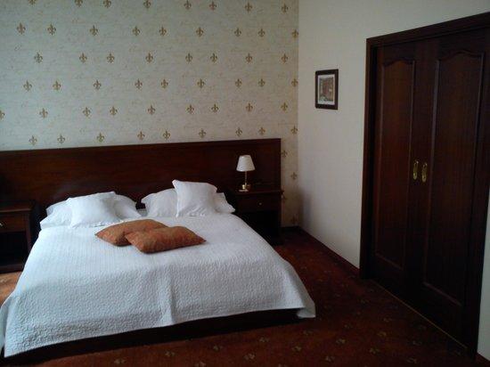 Louren Hotel: THE ROOM