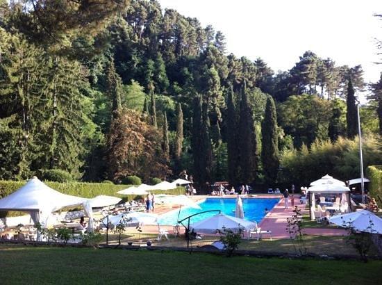 Villa Montecatini - La Cantinetta: Piscina nel parco