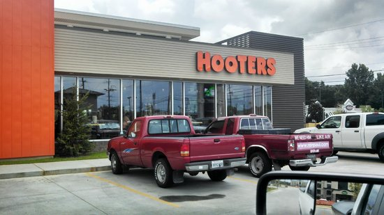 ‪Hooters Slidell‬