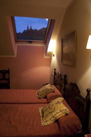 Hotel El Repelao: Vistas al santuario desde la habitación