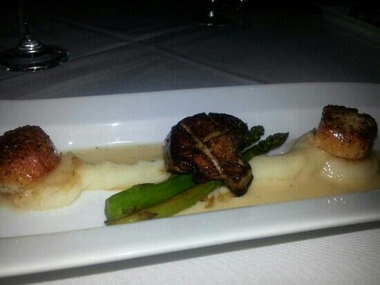 MAZA New American Cuisine: seared scallops, foie gras with asparagus