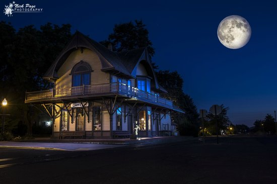 BEST WESTERN PLUS Dayton Hotel & Suites: Dayton Train Depot - The Oldest Washington State