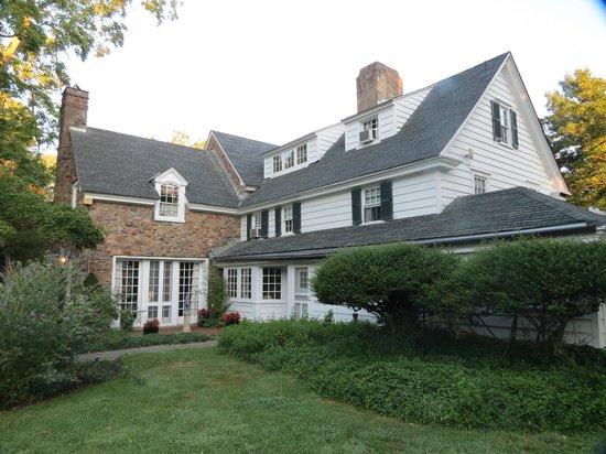 Chimney Hill Estate & Ol' Barn Inn: Side/back view of main house