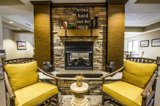 BEST WESTERN PLUS Dayton Hotel & Suites: Reception Area