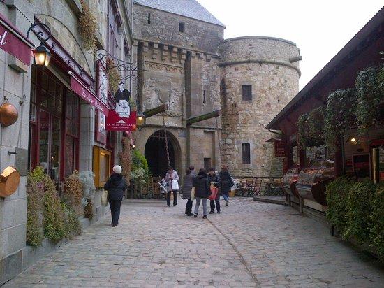 Entree De La Ville Du Mt St Michel Picture Of Hotel Mercure Mont