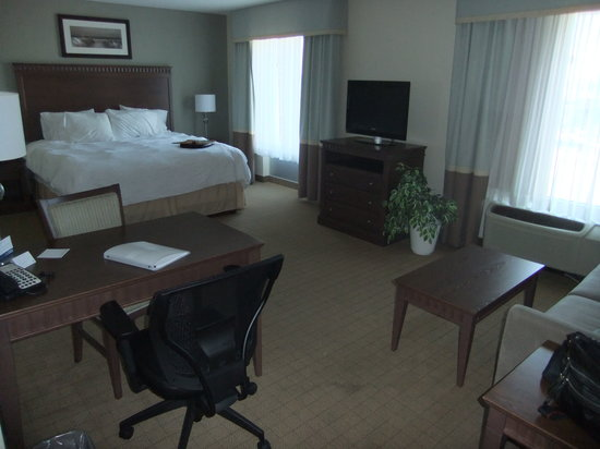 Hampton Inn & Suites by Hilton Saint John : bedroom