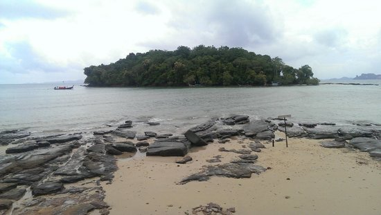 Nakamanda Resort & Spa : Beach, avoid slippery rocks