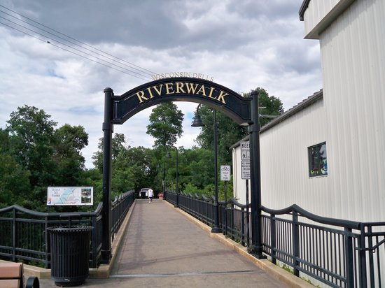 ‪Riverwalk‬