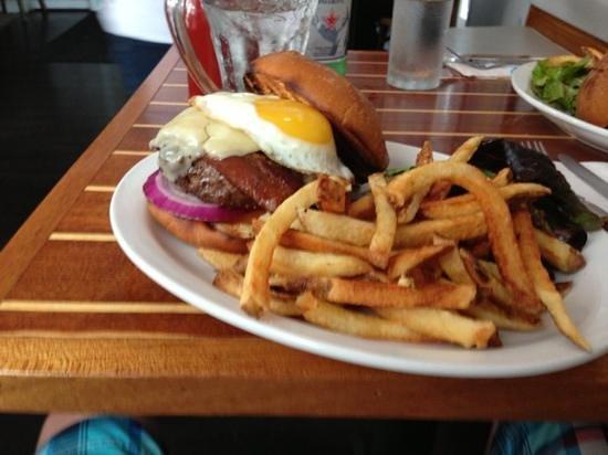 Blackfin Bistro: blackfin burger
