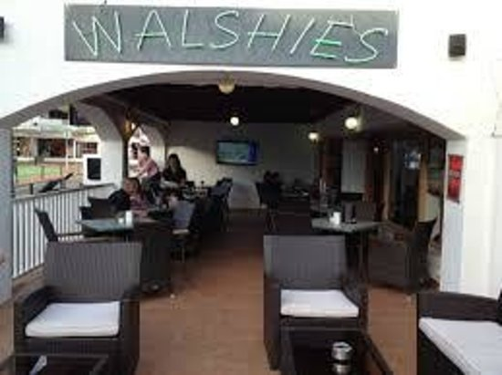 Walshies Sports Bar & Grill: View on the patio