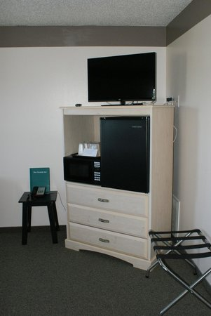 "Sun Coast Inn: 32""Flat screen TV, mini fridge & microwave"
