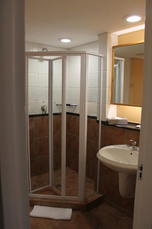 Protea Hotel by Marriott Knysna Quays: Shower